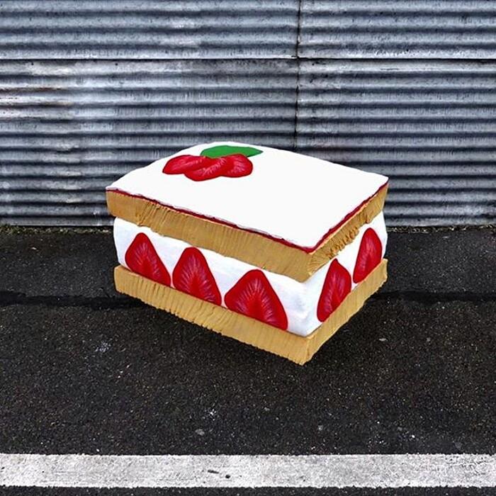 street-art-ricicla-materassi-vecchi-sculture-cibi-parigi-lor-k-2