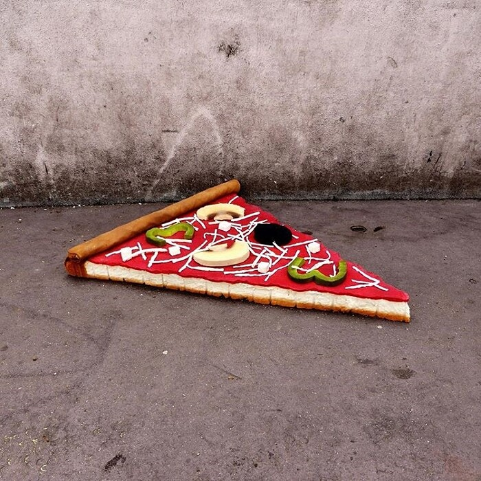 street-art-ricicla-materassi-vecchi-sculture-cibi-parigi-lor-k-4