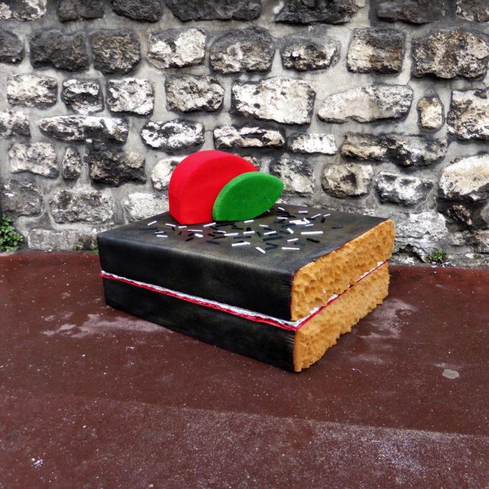 street-art-ricicla-materassi-vecchi-sculture-cibi-parigi-lor-k-7