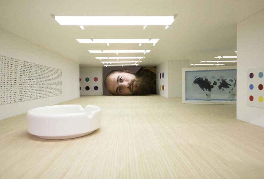 teste-giganti-dentro-gallerie-arte-famose-falsification-tezi-gabunia-04