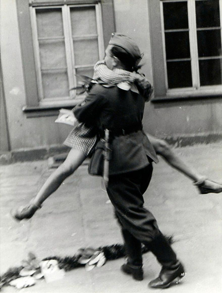 vecchie-foto-vintage-innamorati-seconda-guerra-mondiale-amore-03