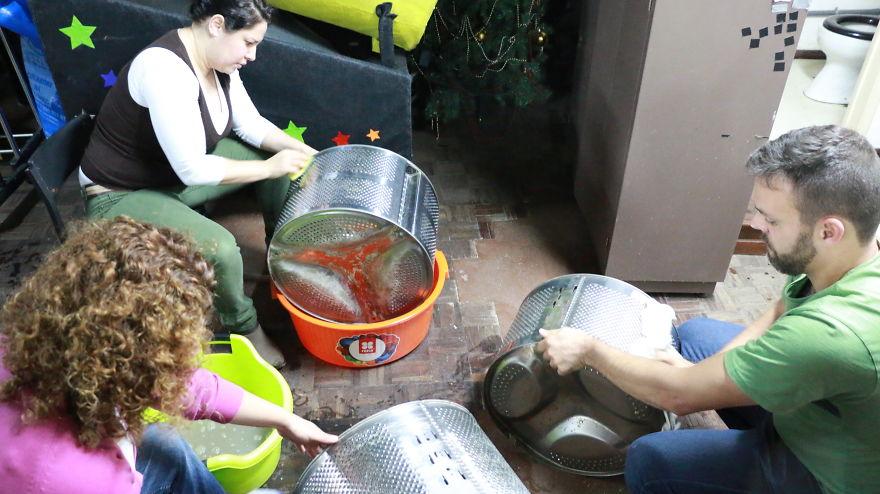 133-tamburi-lavatrici-usate-trasformate-luci-strade-portogallo-5