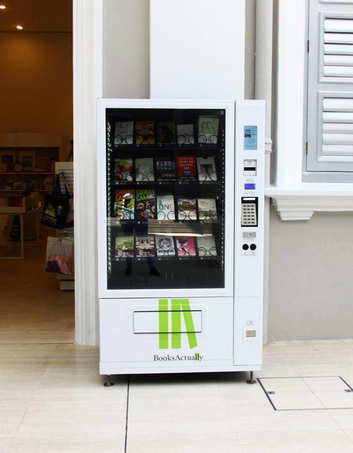 distributori-automatici-vendono-libri-singapore-booksactually-1