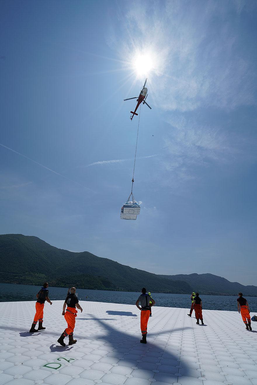 floating-piers-installazione-passerella-lago-iseo-christo-jeanne-claude-06