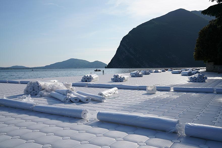 floating-piers-installazione-passerella-lago-iseo-christo-jeanne-claude-09