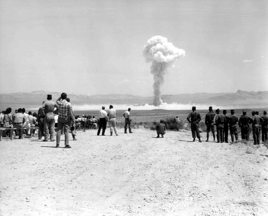 foto-1950-las-vegas-turismo-nucleare-bomba-atomica-06