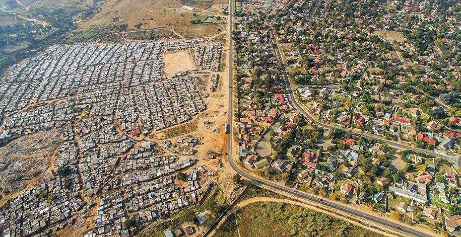 foto-drone-linee-divisione-ricchi-poveri-repubblica-sud-africa-johnny-miller-02