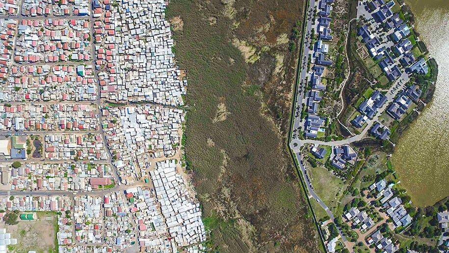 foto-drone-linee-divisione-ricchi-poveri-repubblica-sud-africa-johnny-miller-04