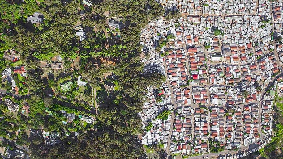 foto-drone-linee-divisione-ricchi-poveri-repubblica-sud-africa-johnny-miller-05