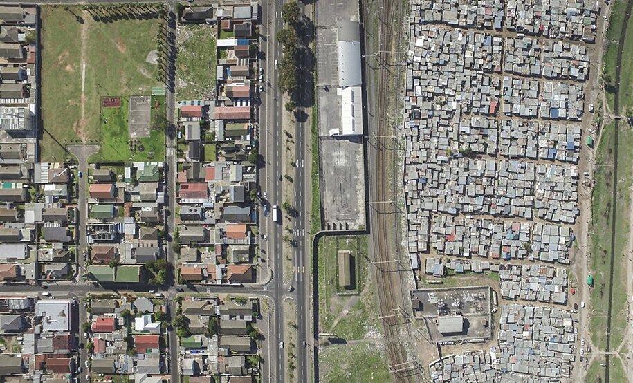 foto-drone-linee-divisione-ricchi-poveri-repubblica-sud-africa-johnny-miller-06