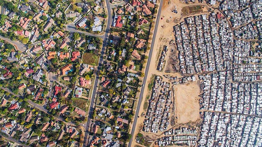 foto-drone-linee-divisione-ricchi-poveri-repubblica-sud-africa-johnny-miller-07