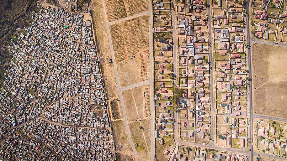 foto-drone-linee-divisione-ricchi-poveri-repubblica-sud-africa-johnny-miller-10