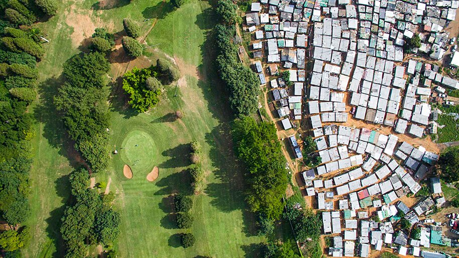 foto-drone-linee-divisione-ricchi-poveri-repubblica-sud-africa-johnny-miller-11