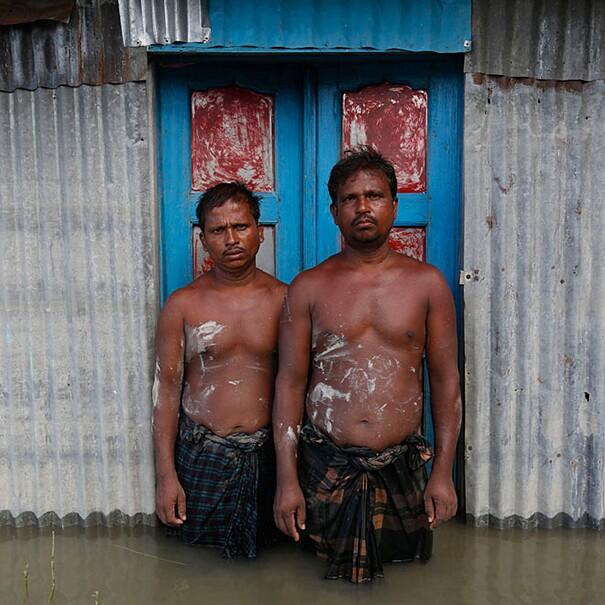 fotografie-effetti-cambiamenti-climatici-drowning-world-gideon-mendel-06