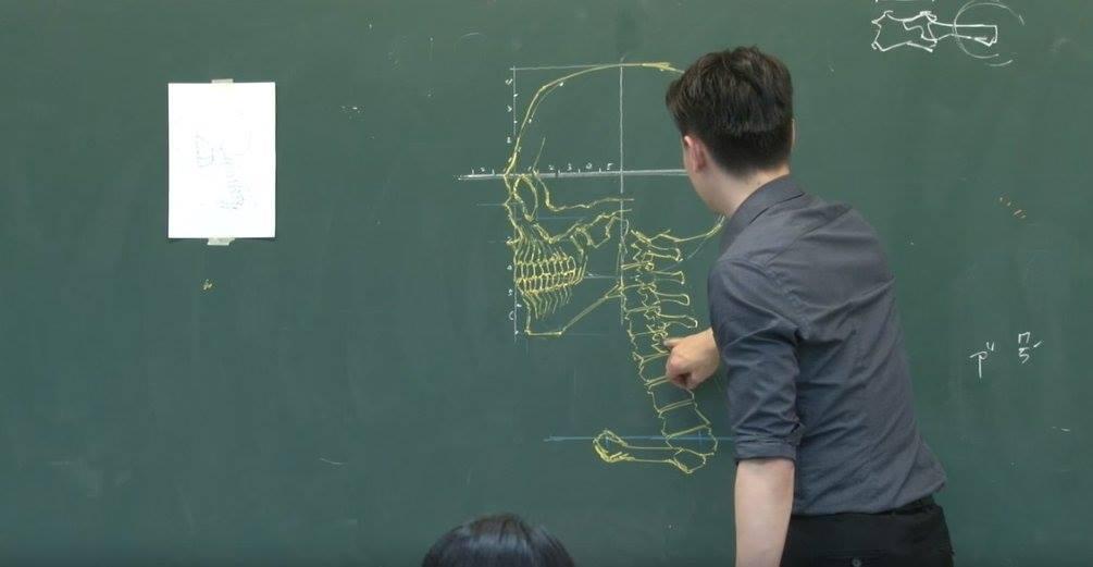insegnante-disegni-anatomici-mano-libera-lavagna-chuan-bin-chung-2