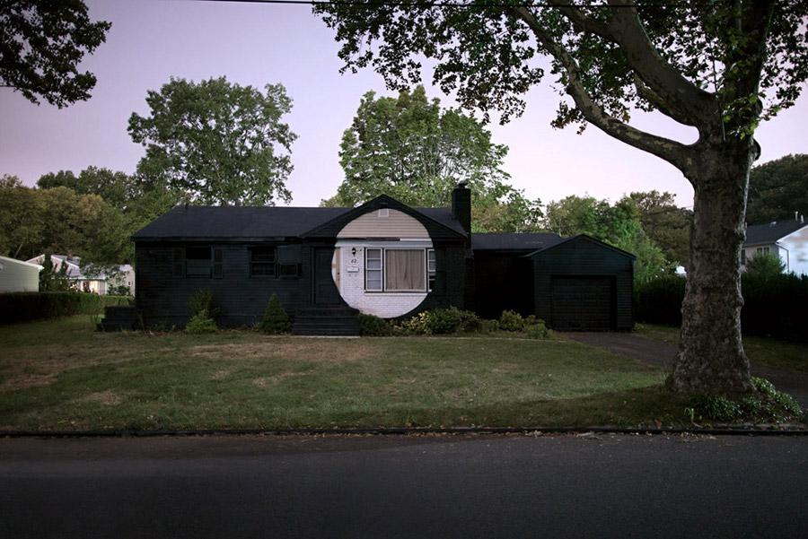 installazioni-arte-case-deturpate-ian-strange-suburban-07