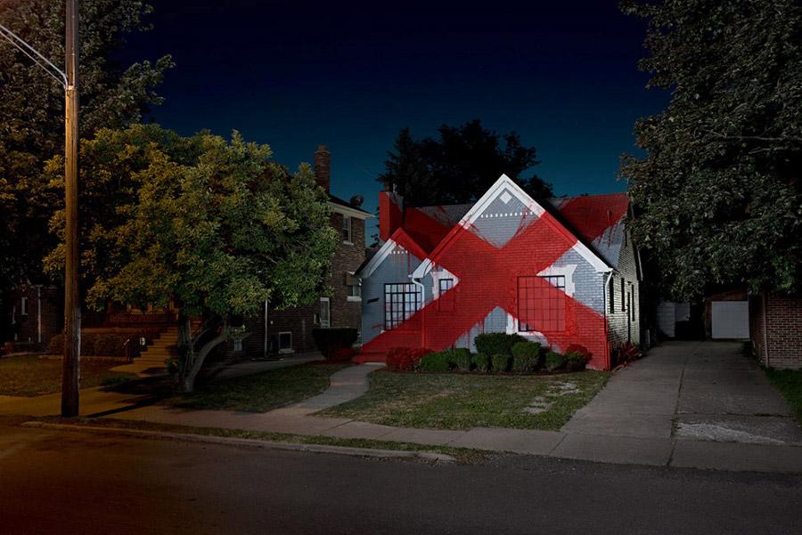 installazioni-arte-case-deturpate-ian-strange-suburban-09