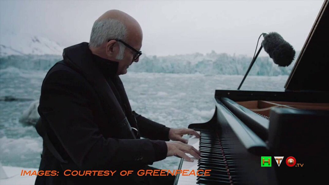 ludovico-einaudi-suona-piano-mare-artico-greenpeace-10