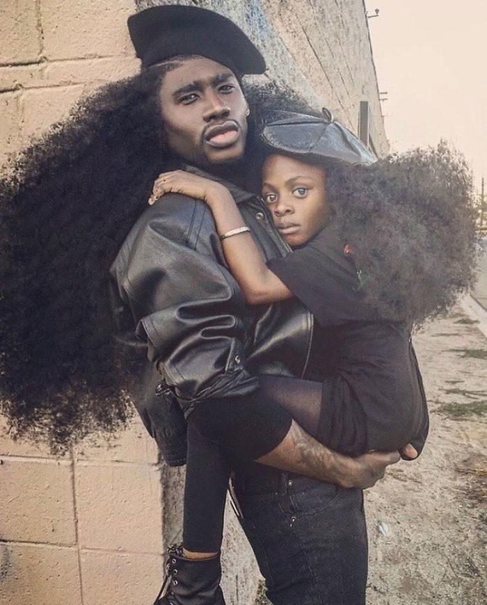 padre-figlia-foto-capelli-lunghssimi-benny-harlem-jaxyn-cv