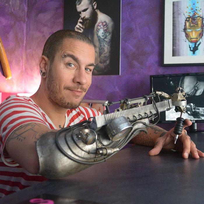 protesi-braccio-artista-tatuaggi-jc-sheitan-tenet-jl-gonzal-1