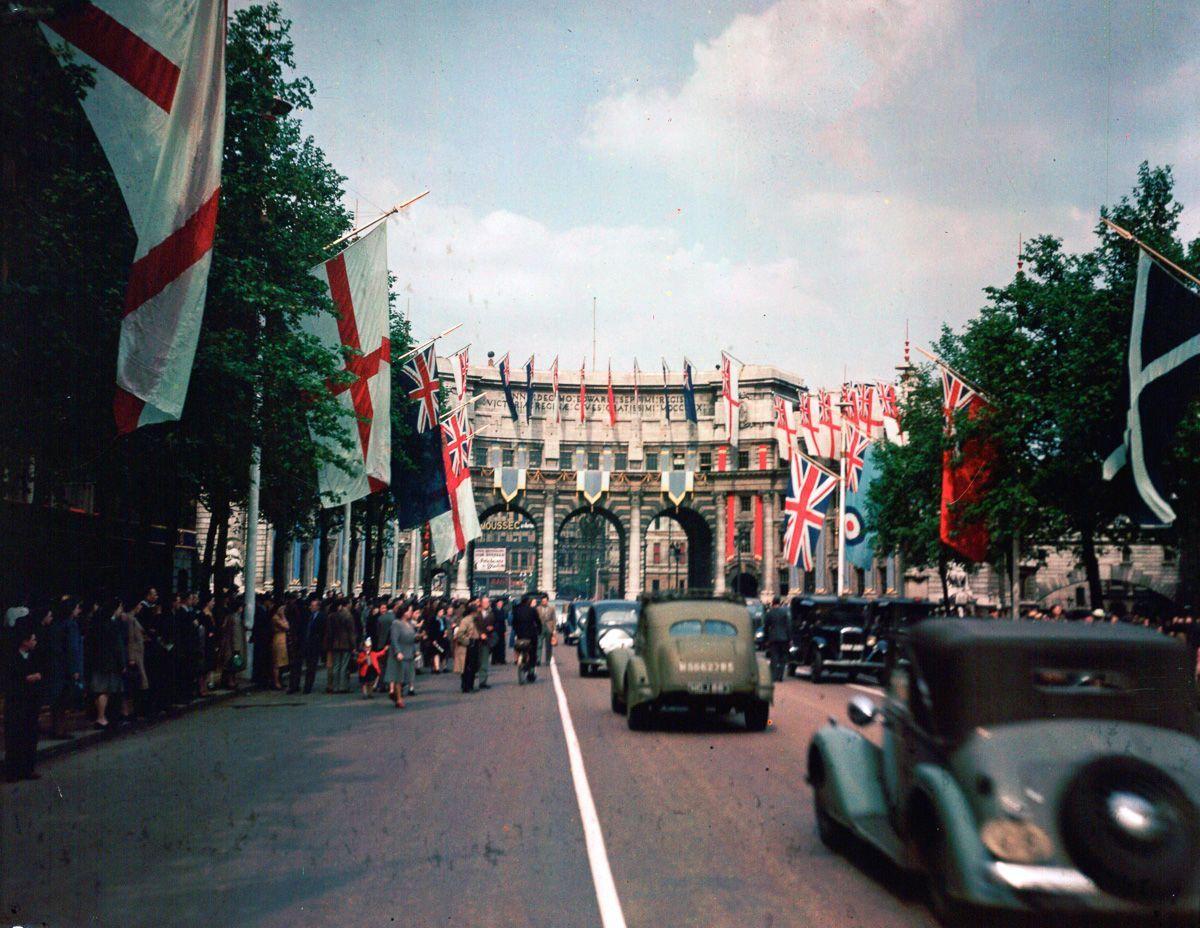 rare-foto-dufaycolor-londra-seconda-guerra-mondiale-12