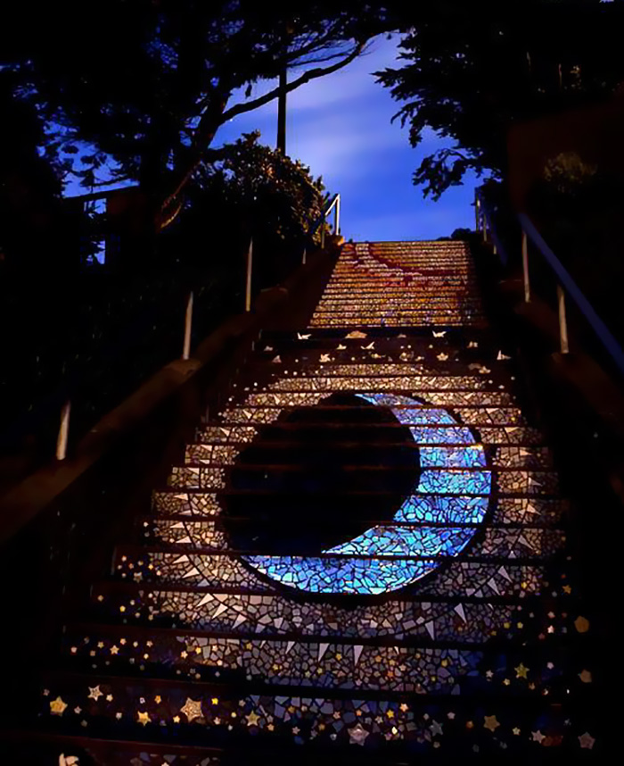 scalinata-san-francisco-mosaico-piastrelle-colorate-splende-notte-1