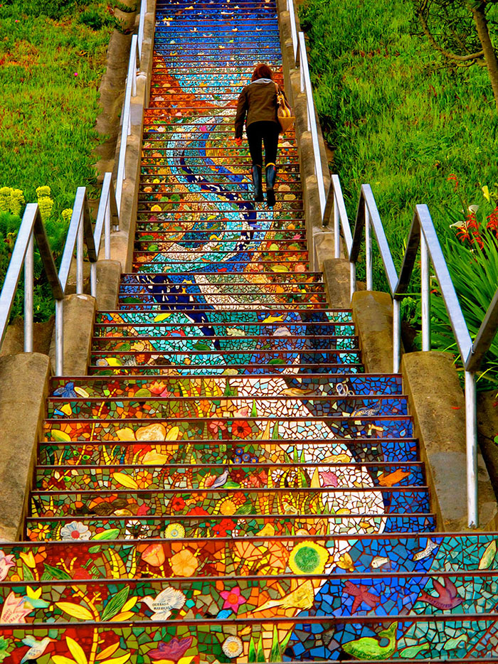 scalinata-san-francisco-mosaico-piastrelle-colorate-splende-notte-3