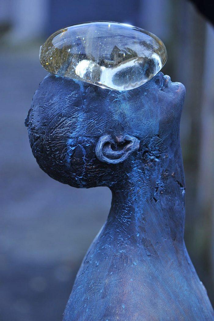 scultura-bronzo-vetro-goccia-pioggia-uomo-rain-bilyk-nazar-01
