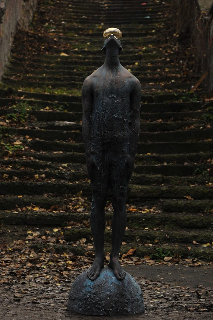 scultura-bronzo-vetro-goccia-pioggia-uomo-rain-bilyk-nazar-03