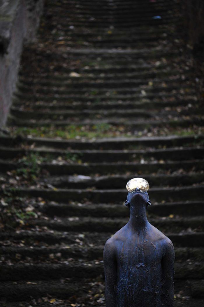scultura-bronzo-vetro-goccia-pioggia-uomo-rain-bilyk-nazar-04