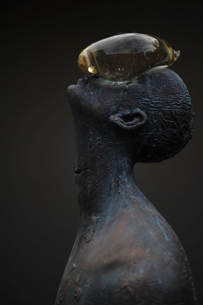 scultura-bronzo-vetro-goccia-pioggia-uomo-rain-bilyk-nazar-05