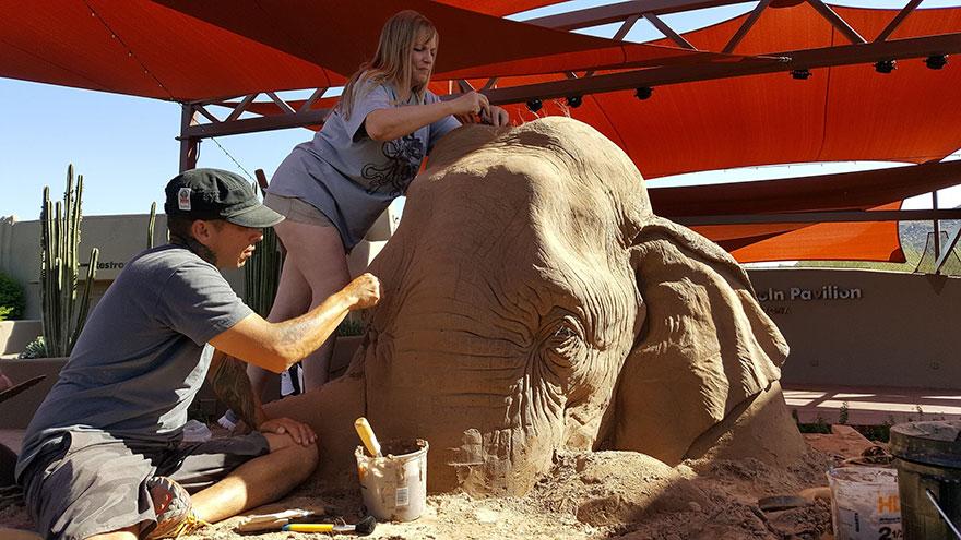 scultura-gigante-sabbia-elefante-gioca-scacchi-topo-ray-villafane-8