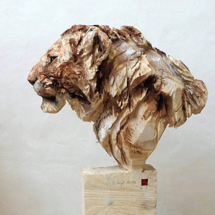 sculture-animali-legno-motosega-jurgen-lingl-rebetez-05