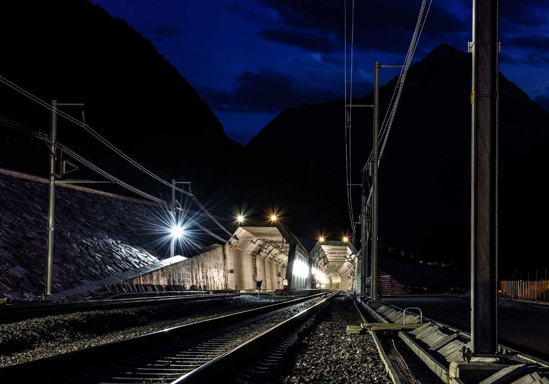 tunnel-galleria-ferroviaria-base-san-gottardo-foto-1
