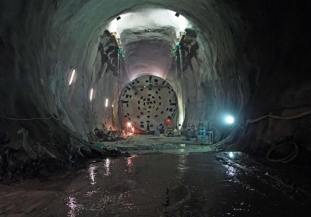 tunnel-galleria-ferroviaria-base-san-gottardo-foto-4