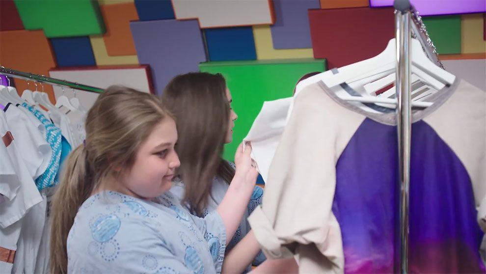 abiti-personalizzati-adolescenti-malati-ospedale-ontario-ward+robes-10