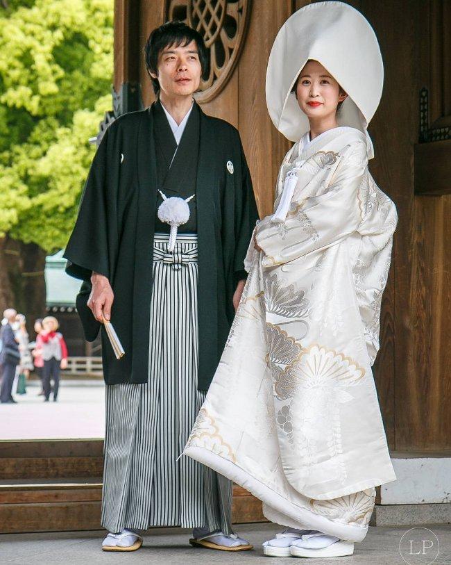 1c873ae1a0a7 Foto ci mostrano come vestono gli sposi nel mondo - KEBLOG