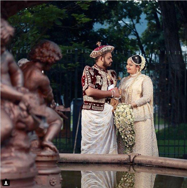 Matrimonio In Rumeno : Foto ci mostrano come vestono gli sposi nel mondo ke
