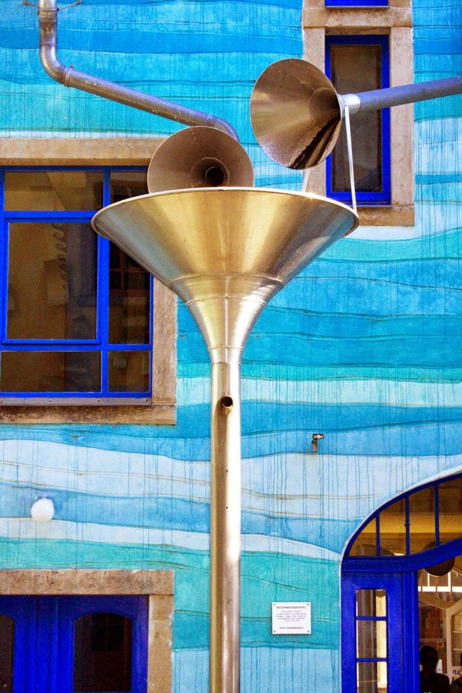 casa-suona-quando-piove-dresda-courtyard-of-elements-1