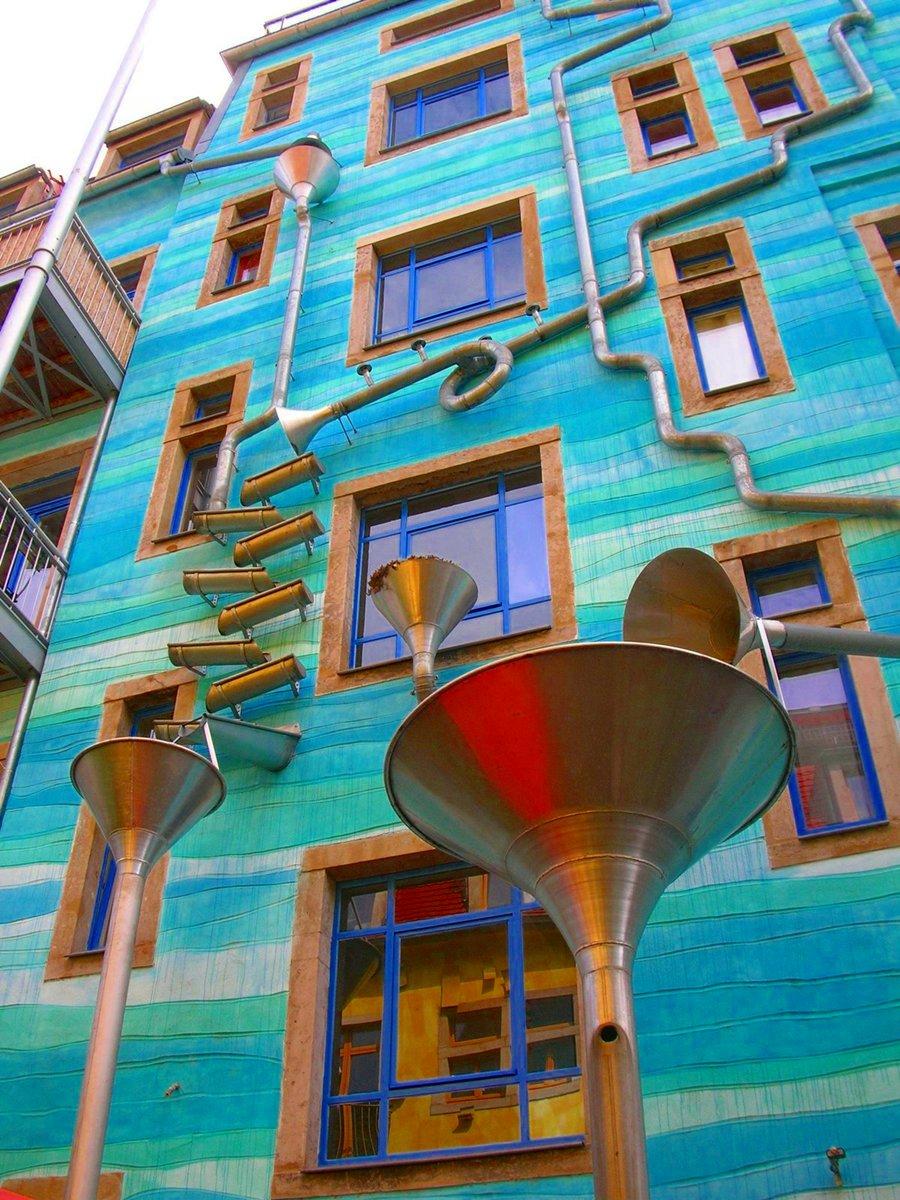 casa-suona-quando-piove-dresda-courtyard-of-elements-3