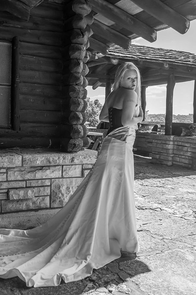 donna-posa-servizio-fotografico-divorzio-meisenburg-angela-josephine-03