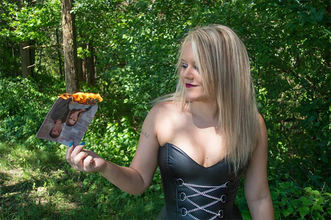 donna-posa-servizio-fotografico-divorzio-meisenburg-angela-josephine-08