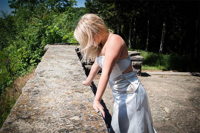 donna-posa-servizio-fotografico-divorzio-meisenburg-angela-josephine-11