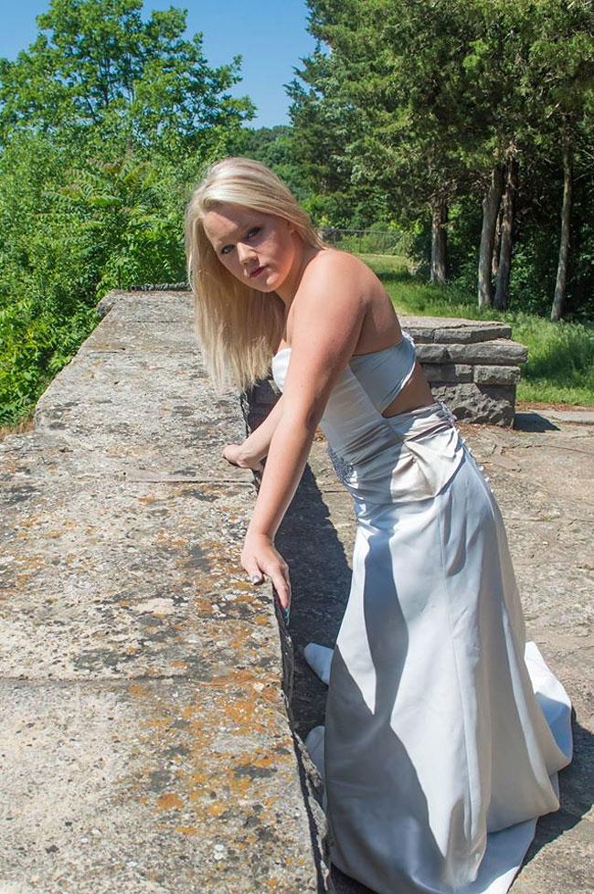 donna-posa-servizio-fotografico-divorzio-meisenburg-angela-josephine-12