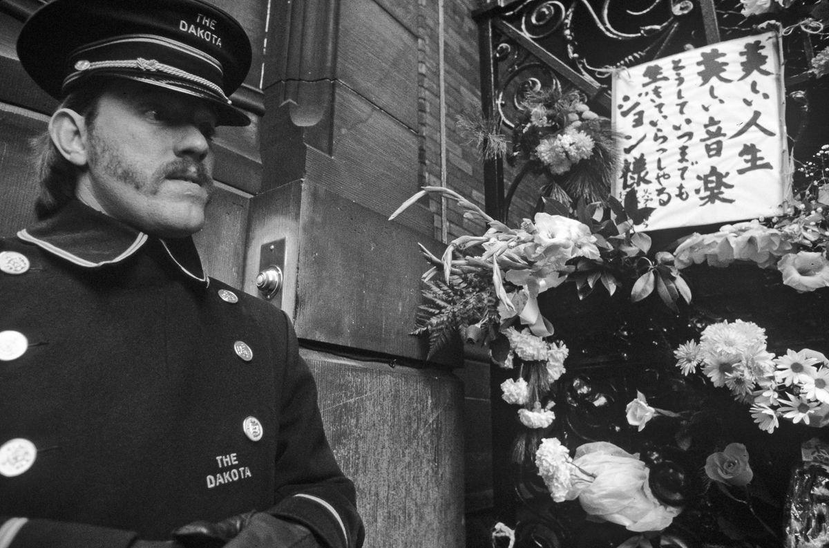 foto-8-dicembre-1980-morte-john-lennon-02