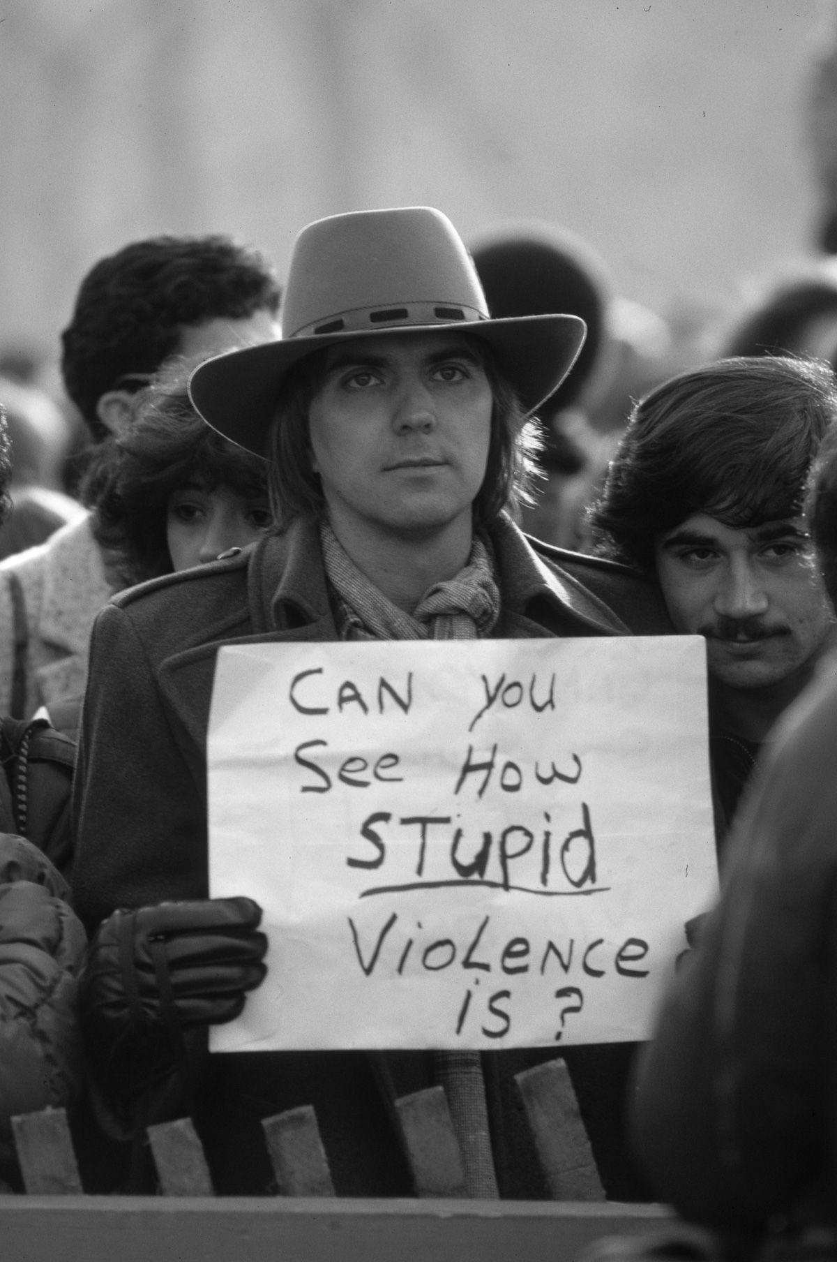 foto-8-dicembre-1980-morte-john-lennon-13