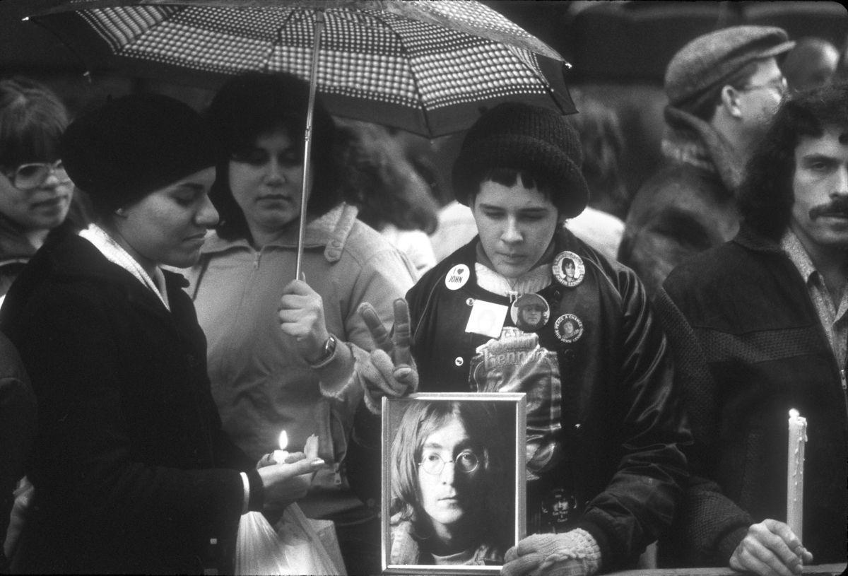 foto-8-dicembre-1980-morte-john-lennon-19