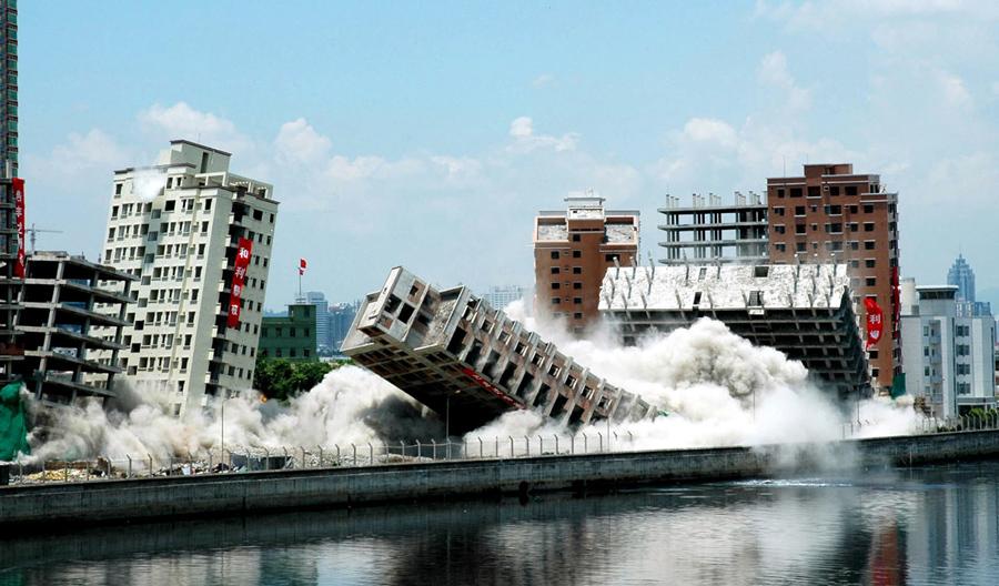 foto-demolizione-crollo-palazzi-edifici-ponti-costruzioni-esplosioni-02