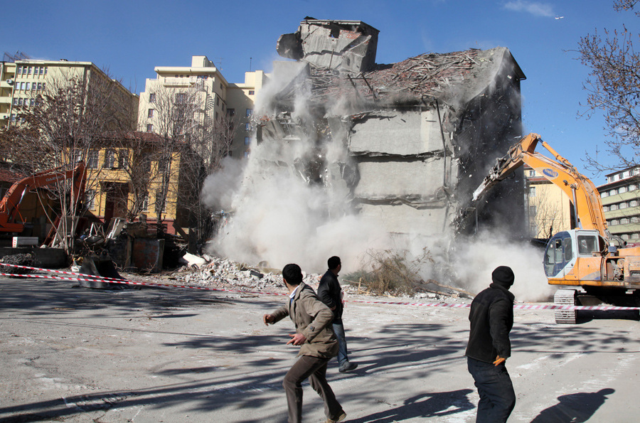 foto-demolizione-crollo-palazzi-edifici-ponti-costruzioni-esplosioni-06