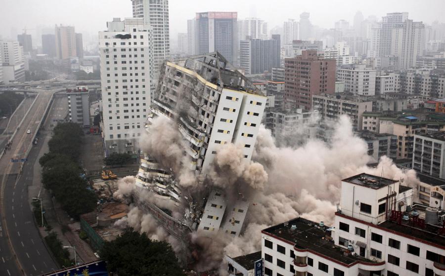 foto-demolizione-crollo-palazzi-edifici-ponti-costruzioni-esplosioni-08